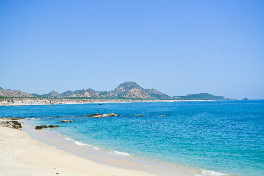 Beautiful Baja California beach and calm water on a 4x4 tour with High Tide in Los Cabos